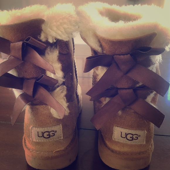 UGG Other - VGUC UGGS Girls Bailey Bow size 2 chestnut